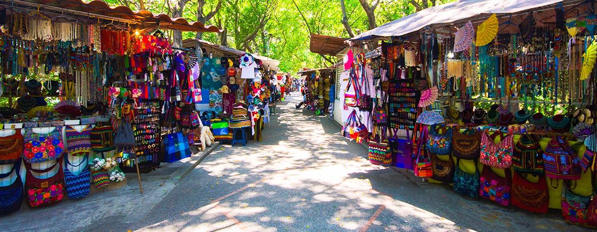 Mercado y la isla del Río Cuale de Puerto Vallarta
