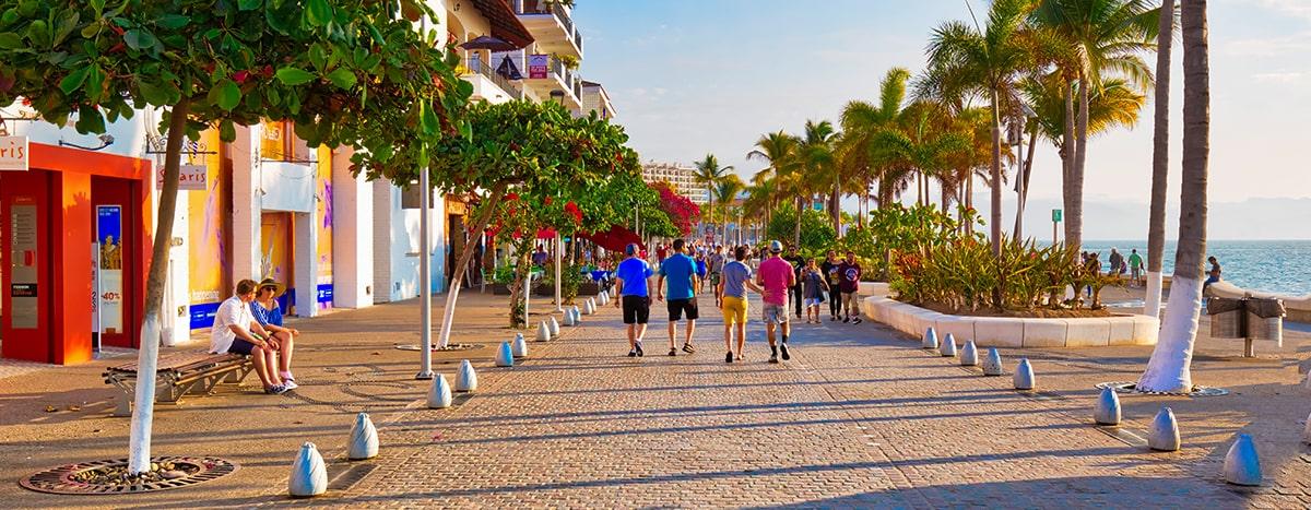 Caminar por el Malecón de Puerto Vallarta